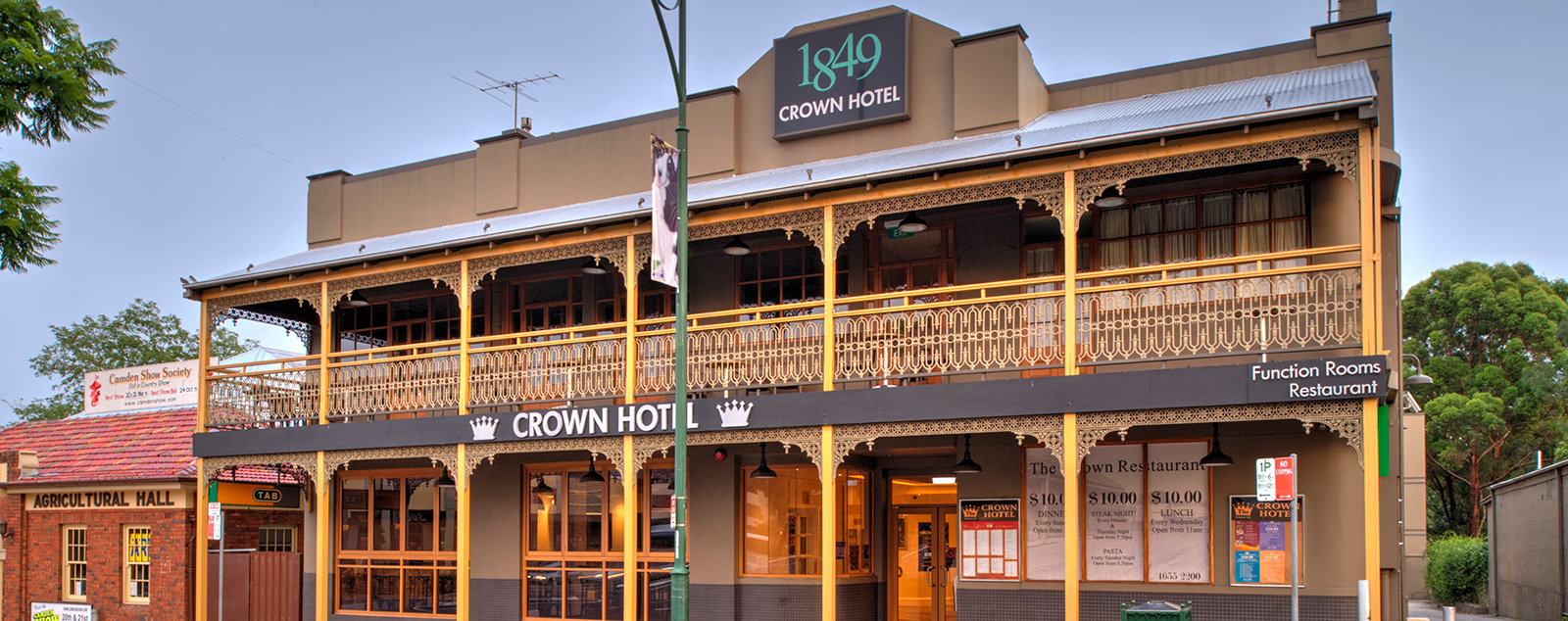 The crown hotel motel gallery for Motel exterior design